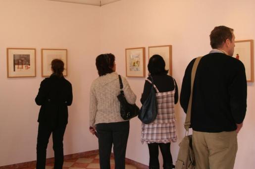 La jornada festiva animó a bastante público a pasarse por la sala de exposición.