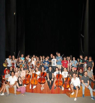 Imagen de losJóvenes músicos participantes en la Trobada.