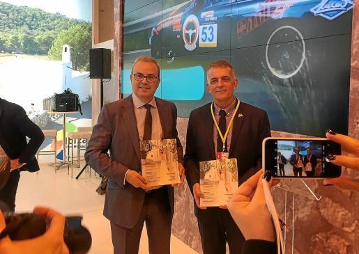El presidente del Consell, Vicent Torres, junto al director insular de Turisme, Vicent Torres 'Benet', este año en Fitur.