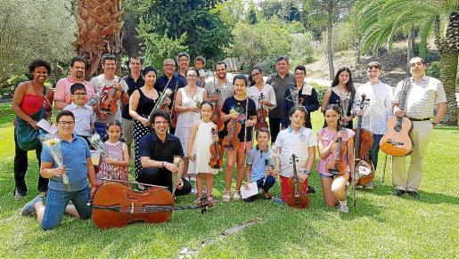 Alumnos, profesores y colaboradores disfrutaron de un refrigerio tras el concierto.