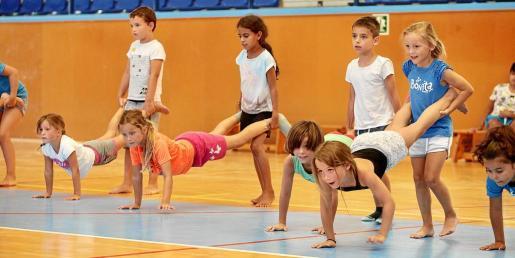 El campus que organiza Acrobati-K Ibiza se celebra por tercer año consecutivo en las instalaciones del Polideportivo de Santa Eulària.