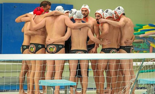 Imagen de los jugadores del CN Sant Josep antes de la final balear.