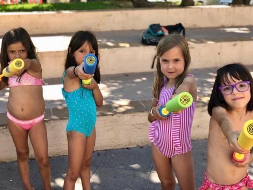 Actividades infantiles, coches antiguos, misa, 'ball pagès' y mucha agua en el barrio de sa Capelleta.