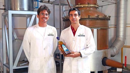 Familia Marí Mayans exporta al Mundial de Rusia más de 10.500 botellas de hierbas.