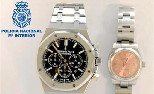 Imagen de los dos relojes de alta gama recuperados por la Policía Nacional en Ibiza.