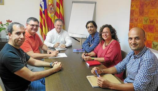 Representantes de la Associació de Músics d'Eivissa se reunieron con el alcalde, Josep Marí Ribas, y el segundo teniente de alcalde, Ángel Luis Guerrero.