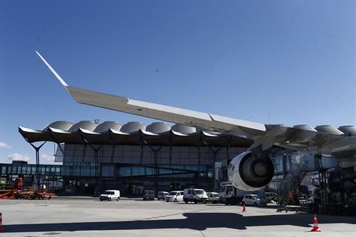 Trabajadores de tierra de aeropuertos pararán en agosto ante el bloqueo de convenio en 'handling'.