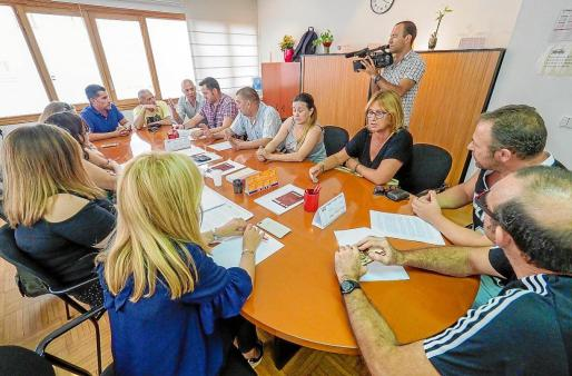 La reunión se alargó durante más de cuatro horas, pero no hubo acuerdo entre empleados y empresa.