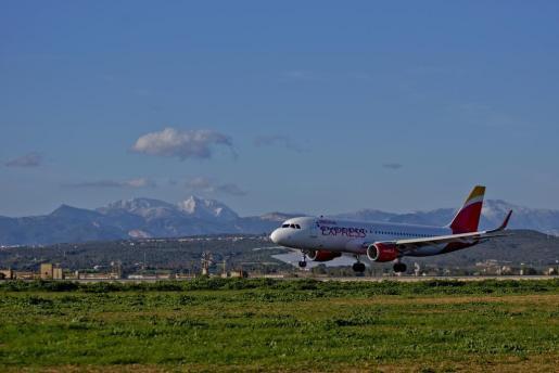 La alta demanda de billetes de avión colapsa las webs de algunas compañías aéreas.