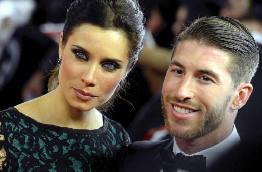El jugador madrileño Sergio Ramos ha pedido matrimonio a la presentadora Pilar Rubio. Ambos han mostrado su felicidad compartiendo esta decisión por sus redes sociales.