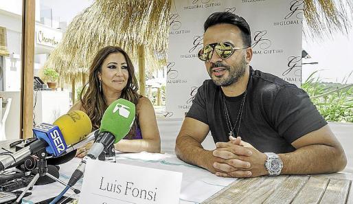 María Bravo y Luis Fonsi estuvieron en el Nobu Hotel Ibiza Bay para hablar de sus proyectos solidarios.