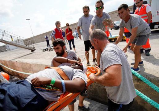 Imagen de josefa, al desembarcar en el Dique del Oeste del puerto de Palma.