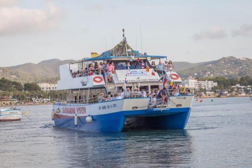 La procesión marinera salió del puerto pasadas las 20 horas.