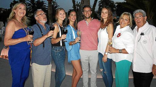 Bárbara Vizcarro, Montserrate Santandreu, Lena Schwartz, Anna Kellner, Emilio Rubio, Steffi Schwartz, Fina Vallori y Miguel Tugores.