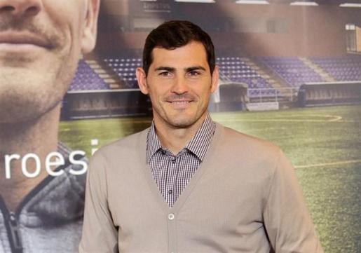 Iker Casillas revoluciona Twitter al plantearse la llegada del hombre a la Luna.
