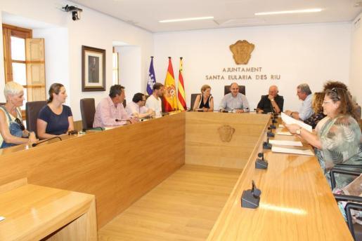 Reunión entre los miembros del Ayuntamiento y Roca.