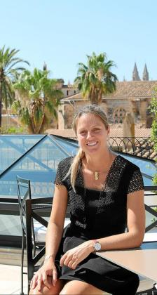 Vanessa Cabau, directora general de Cabau Hotels, en la azotea del hotel 5 estrellas que abrió sus puertas en febrero de 2018.