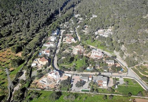 Conjunto de viviendas construidas en suelo rústico en la isla de Ibiza