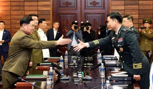 Las dos Coreas mantienen conversaciones militares para reducir la tensión en la península.