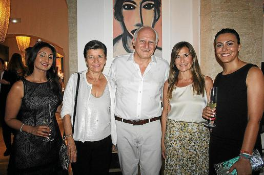Jas Panesar, Carmen Serra, Iván Levy, Magdalena Coll y Andrea Pomar.