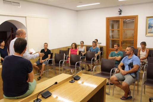 Vicent Marí y Mariano Juan comunican a los interesados la concesión de las ayudas.
