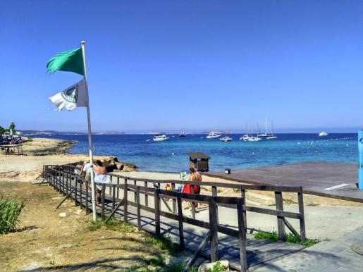 Reabierta al baño la playa de Caló des Moro.