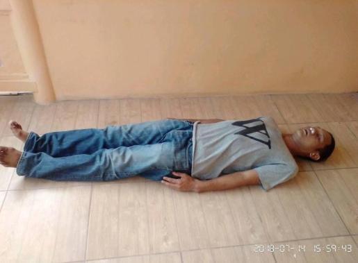 Un joven tailandés cuelga en Facebook fotos fingiendo su muerte para llevar a cabo una macabra estafa.
