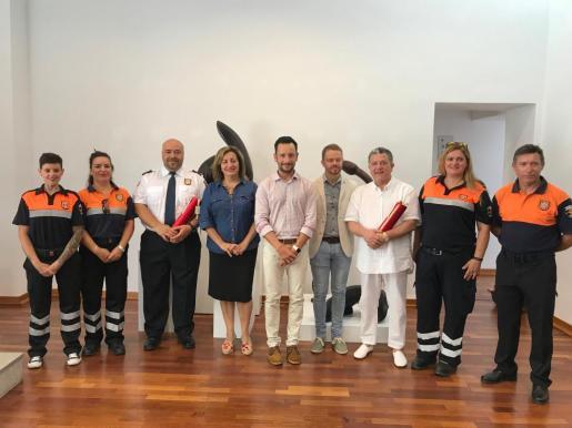 Mención Honorifica Especial de Vila al pintor Carloandrés y a Protección Civil.