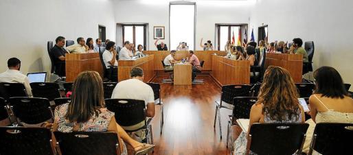 La moción fue aprobada con los votos a favor de PSOE y Guanyem.
