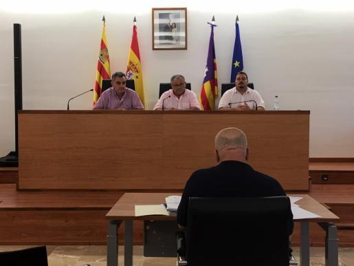 Andreu Roig, Antoni Marí y Sant Marí antes de empezar la sesión de ayer.