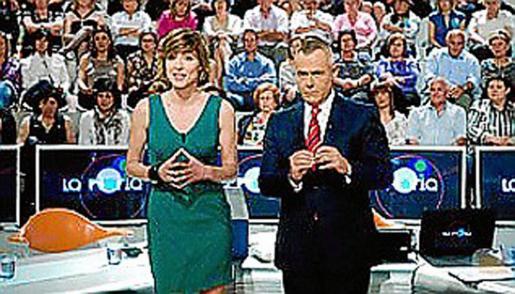 Jordi González (derecha) durante la emisión el sábado de 'La Noria'.