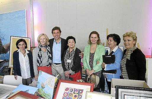 Margalida Ferrando,Marta Juan de Sentmenat, Mateo Isern, María José Pons, María Salom, Margarita Mateu, presidenta del Club Elsa, y Rafi Córdoba.