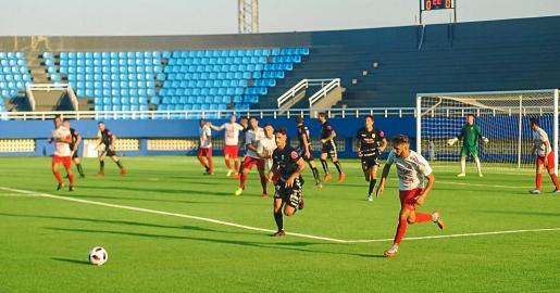 Un lance del partido disputado en Can Misses entre el CD Ibiza y la Peña Deportiva.