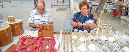 Los artesanos Pere Marí y Margalida Puig ayer en s'Alamera.