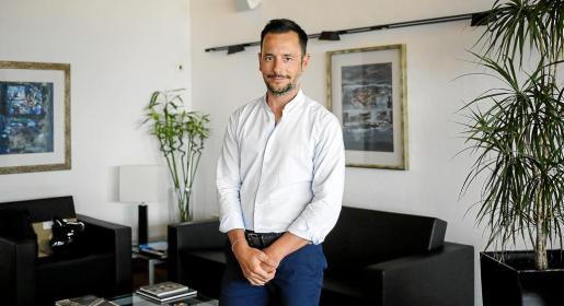 El alcalde de Vila, Rafa Ruiz, posó en su despacho minutos antes de una entrevista.