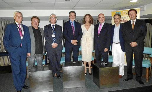 Manuel García-Abad, editor de Medical Economics; Joan Calafat, Gabriel Uguet, Ángel de Benito, Carmen Planas, Teófilo Leite, Juan José Bestard y Lluis Monset.