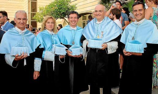Joan Lluís Llinàs, Catalina Monserrat, Miguel Ángel Capellá, el decano de la Facultat, Miguel Deyá; y Hugo Capellá.