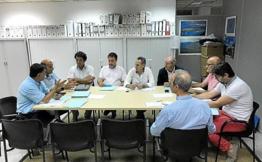 Imagen de la reunión que se produjo ayer entre el Govern y las patronales náuticas.