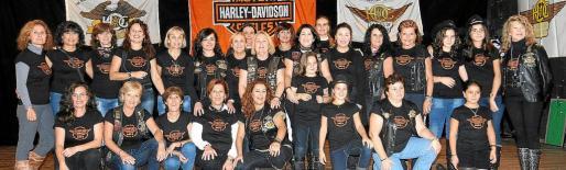 """El grupo de """"Ladies"""" Harley Davidson de Mallorca preparó todo lo necesario para la jornada solidaria."""