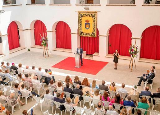 El discurso de Vicent Torres fue 'traducido' por una intérprete en lengua de signos. Foto: MOHAMED CHENDRI
