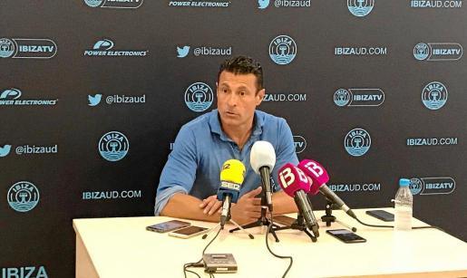 Amadeo Salvo, durante la rueda de prensa celebrada ayer en Can Misses. Foto: UD IBIZA