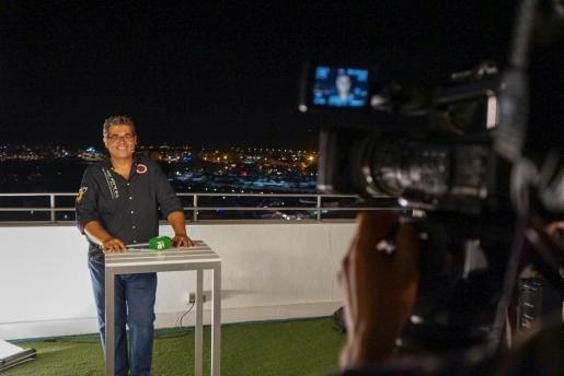El equipo de TEF retransmitió el gran castillo de fuegos artificiales desde el hotel Ocean Drive de Vila.