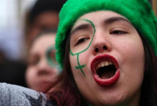 El Senado argentino rechaza legalizar el aborto.