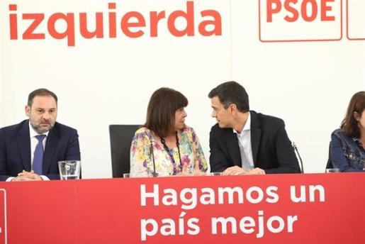 La presidenta del PSOE, Cristina Narbona, junto al presidente del gobierno, Pedro Sánchez