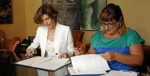 Bel Oliver y Bel Busquets firmaron un convenio de colaboración en Palma.