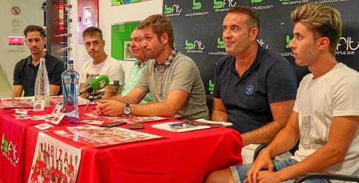 Álvaro Castillero, Ion Perelló, Toni 'Moreras', Alberto Pérez, Sergio Tortosa y Kike Fajarnés, ayer en el gimnasio Bfit.