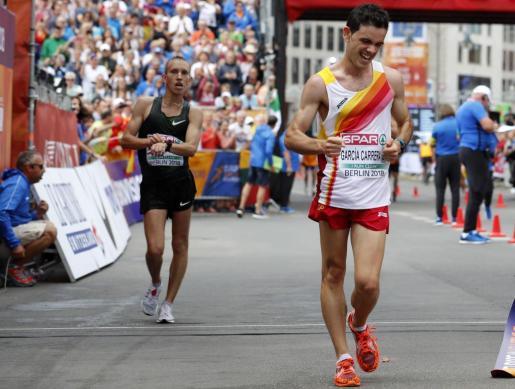 Diego García Carrera, nada más cruzar la línea de meta y proclamarse subcampeón continental.