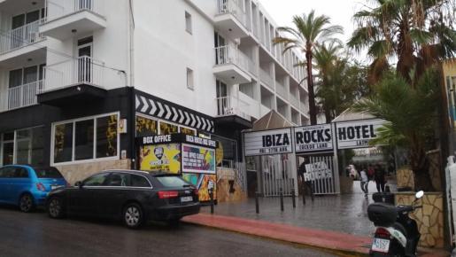 Fachada del hotel Ibiza Rocks en Sant Antoni.
