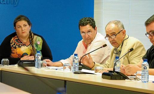 Joan Torres toma la palabra en uno de los plenos celebrados en el Ayuntamiento de Sant Antoni.
