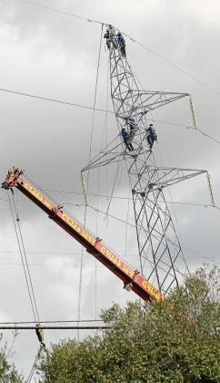 MENORCA. ELECTRICIDAD. SUSTITUYEN 40 TORRES ELECTRICAS DE MENORCA DE ALTA TENSION .